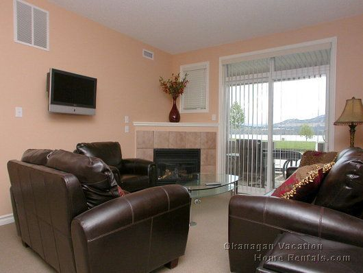 Sunset Waterfront Resort - #117 - 3 Bdrm - Kelowna (CVH)