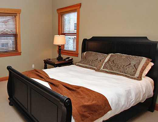 Carmel Beach Private Lodges #09 - 4 Bdrm Lake Side - Shuswap