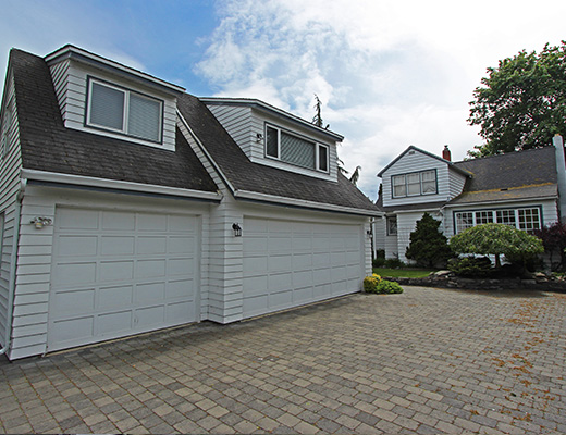 Frank's Lakefront Beach House - 3+1 Bdrm HT with Boat Lift - Kelowna
