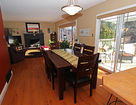 Summer Retreat - 4 Bdrm + Den HT - Penticton