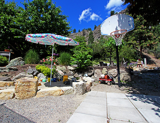 Garden Escape - 3 Bdrm Suite - Kelowna
