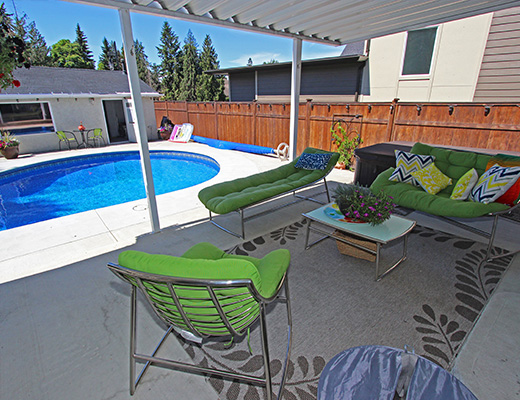 Eldorado Pool Home - 3 Bdrm w/ Pool HT - Kelowna
