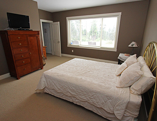 Summer Escape - 5 Bdrm w/ Pool HT - Kelowna