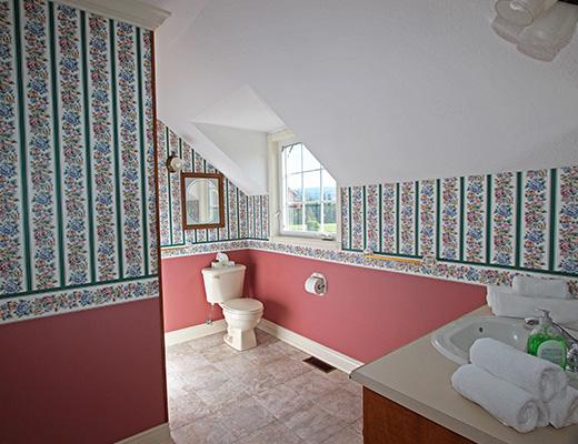 Lockwood Lane Estate - 5 Bdrm w/ Pool - Vernon