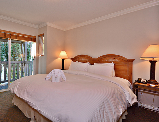 Manteo Resort - 2 Bdrm Villa - Beachfront - Kelowna