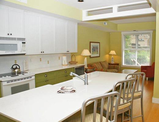 Mission Shores - Terrace Suite - Beachfront - 3 Bdrm + Den - Kelowna