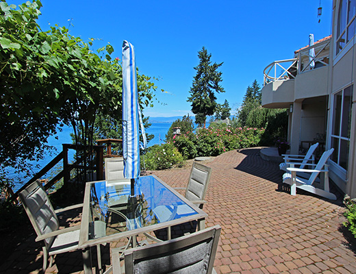 Luxury Beach House - 3 Bdrm + Den - Kelowna