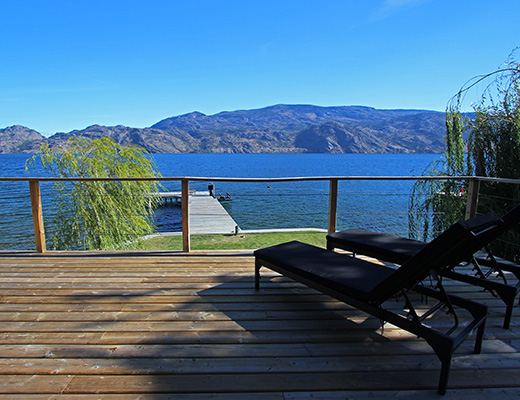 Beachfront Bay - 3 Bdrm - Summerland