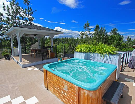 Gallaghers Pool Home - 3 Bdrm w/ Pool HT - Kelowna