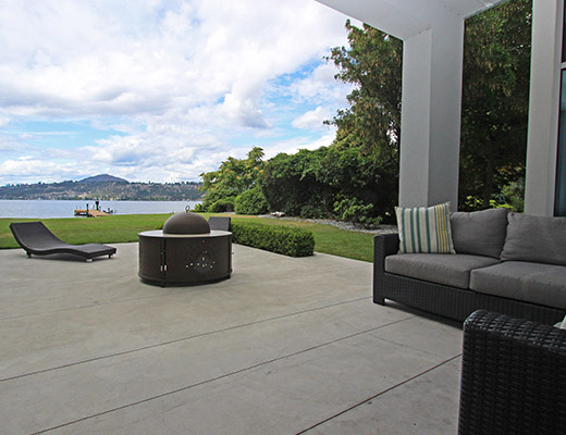 Lakefront Retreat - 4 Bdrm - Kelowna