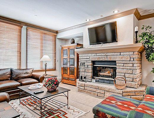 Highlands Slopeside #202 - 3 Bdrm (3.5 Star + Ski Access) - Beaver Creek