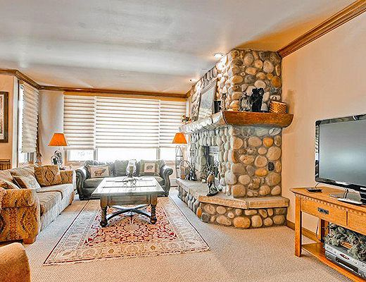 Highlands Slopeside #215 - 3 Bdrm (4.0 Star) - Beaver Creek