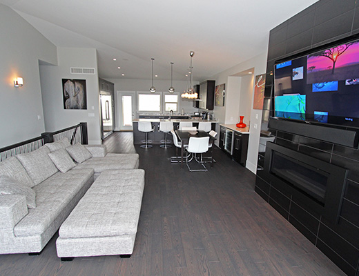 Modern Escape - 5 Bdrm w/ Pool - Kelowna