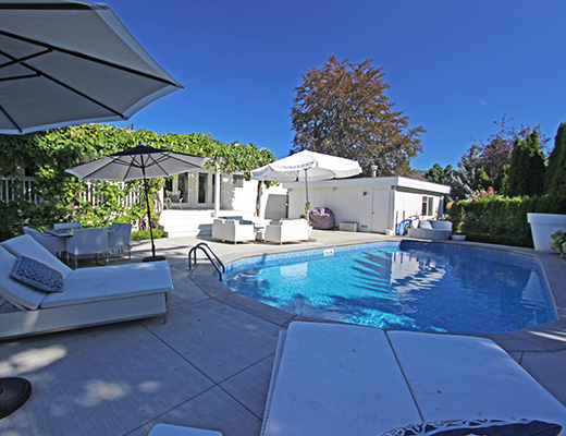 Private Poolside Estate - 4 Bdrm w/ Pool - Kelowna