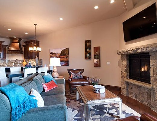 Juniper Landing #102 - 3 Bdrm HT - The Canyons (CL)