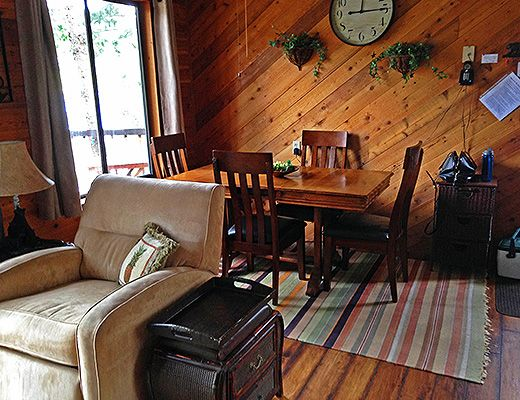 The Hobin Lakefront Cottage - 2 Bdrm - Twin Lakes Kaleden