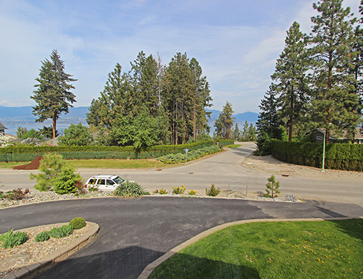Orchard Estate - 4 Bdrm w/ Pool - Kelowna (CVH)