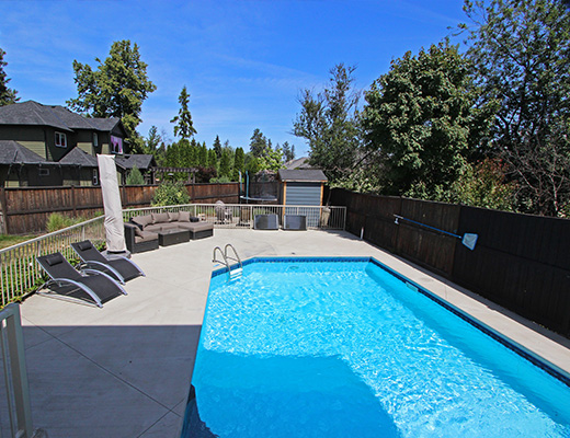 Sovereign Estate - 5 Bdrm w/ Pool - Kelowna