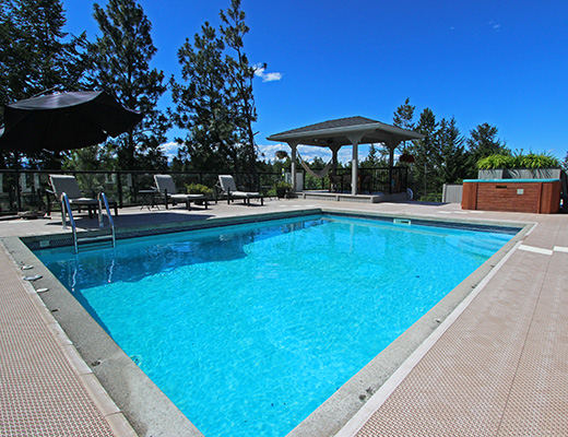 Gallaghers Pool Home - 3 Bdrm w/ Pool HT - Kelowna