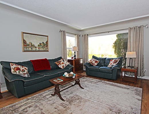Cozy Beach Retreat - 2 Bdrm - Kelowna