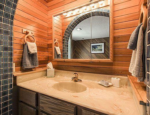 Okanagan Outlook - 2 Bdrm + Bonus Room - Peachland