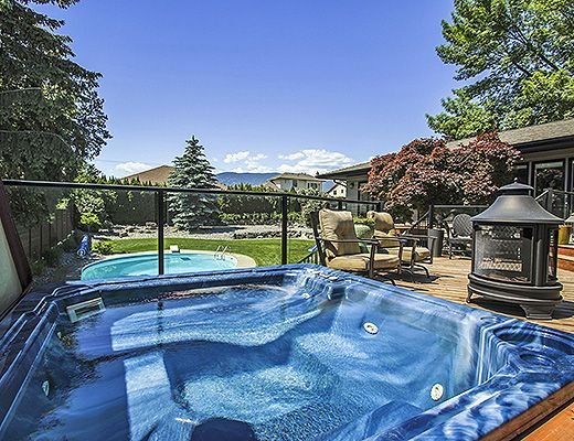 Kelowna Oasis - 4 Bdrm w/ Pool HT (Heated) - West Kelowna (CVH)