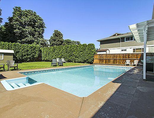 Tranquility Pool Home - 6 Bdrm w/ Pool - Kelowna (CVH)