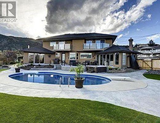 Penticton Estate - 4 Bdrm HT w/ Pool - Penticton