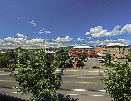 Playa del Sol 312 - 1 Bdrm + Den Lakeside and Pool Level - Kelowna (CVH)