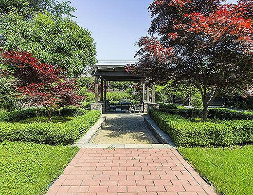 Serenity Gardens - 5 Bdrm + 1 Bdrm Guest House w/ Pool - Kelowna (CVH)