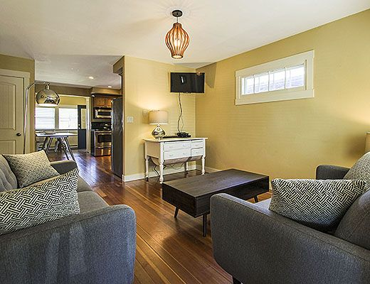Cottage In The City - 3 Bdrm - Kelowna