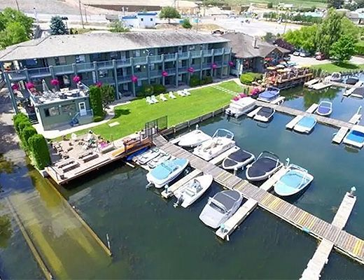 Waterfront Oasis #1 - 2 Bdrm w/ Boat Lift - Lake Country
