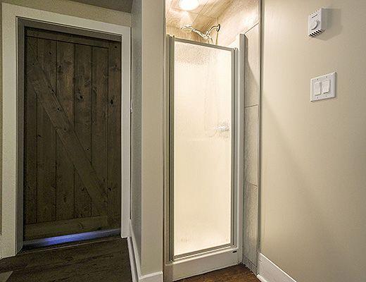 Lawrence Manor - 1 Bdrm Barn Door Room - Kelowna