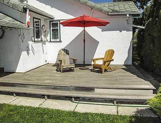 Cozy Rancher By The Lake - 2 Bdrm - Kelowna
