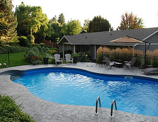 Mission Pool Home - 4 Bdrm HT w/ Pool - Kelowna