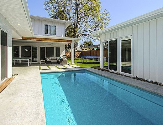 Modern Beach Home - 5 Bdrm w/ Pool - Kelowna (CVH)