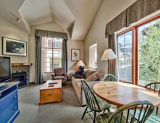 Hearthstone Lodge #302 - Studio + Loft - Sun Peaks