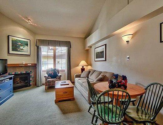 Hearthstone Lodge #330 - Studio + Loft - Sun Peaks
