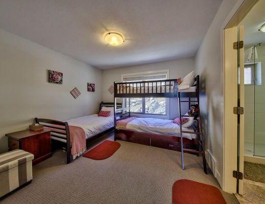 Peaks Retreat + Suite - 5 Bdrm HT - Sun Peaks