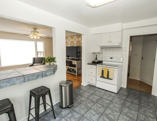 Central Cottage - 3 Bdrm - Kelowna