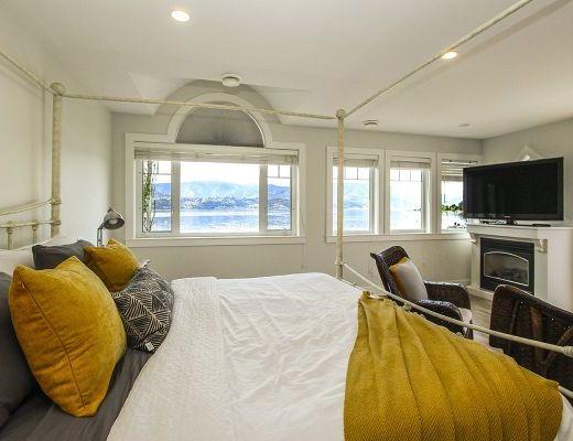 Okanagan Summer Home - 4 Bdrm w/Boat Lift - Kelowna