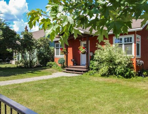 Red House - 2 Bdrm - Kelowna