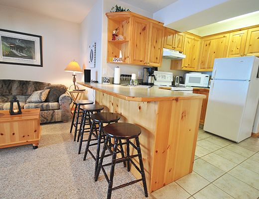 Snow Creek Village #17 - 1 Bdrm - Sun Peaks (TM)