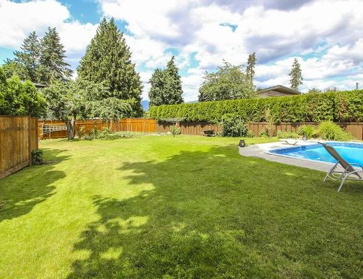 Summer Pool Home - 5 Bdrm w/ Pool - Kelowna