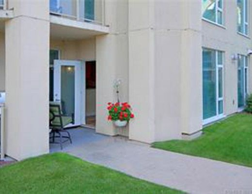 Sunset Waterfront Resort - #304 - 2 Bdrm - Kelowna (KRA)