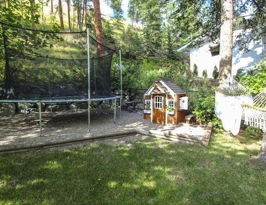 Craftsman Pool Home - 5 Bdrm w/ Pool HT - Kelowna