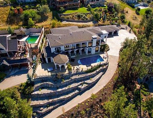 Okanagan Chateau - 5 Bdrm w/ Pool - Kelowna (CVH)