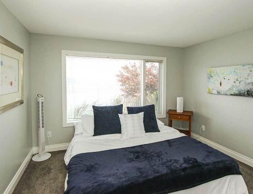 The View - 4 Bdrm w/ Pool - Kelowna