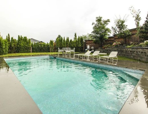 Summer House - 5 Bdrm w/ Heated Pool and Hot tub - West Kelowna (CVH)