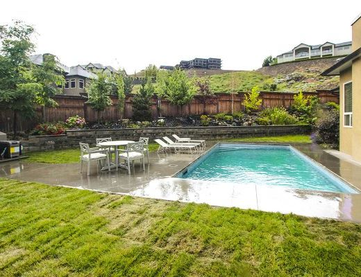 Summer House - 5 Bdrm w/ Heated Pool - West Kelowna (CVH)